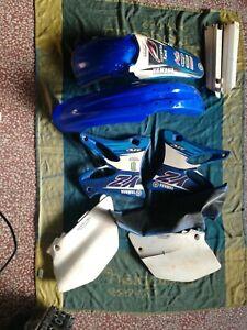KIT PLASTICHE YAMAHA YZ 125 250 2003 KIT 4 PZ RESTYLING COLORE BIANCO MOTO CROSS