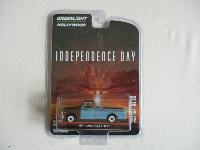Miniature 1/64 or 3 Inches Greenlight Chevrolet C10 1971 Independence Day