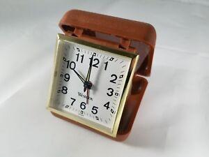 Vintage-WESTCLOX-Brown-Plastic-Case-Wind-Up-Travel-Alarm-Clock-1960s-Excellent