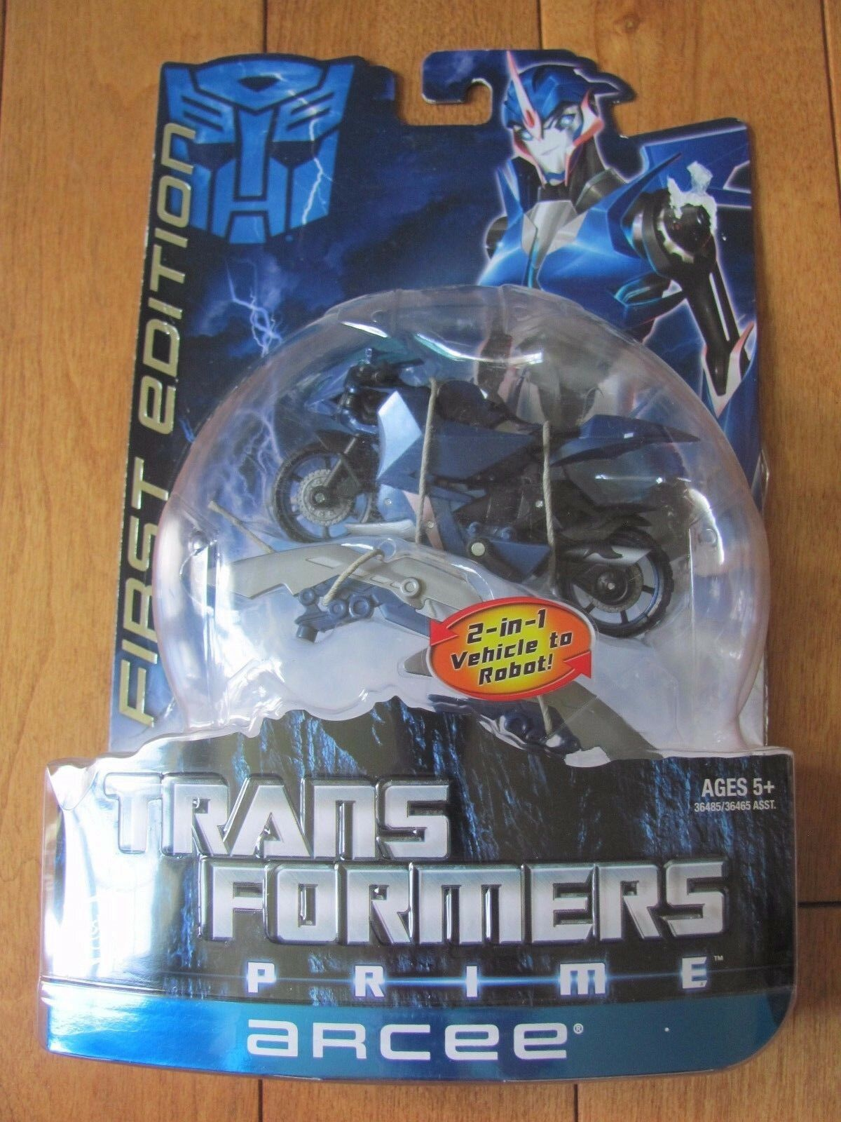 Transformers Prime ARCEE First 1st Edition 2 in 1 Vehicle to Robot 2011 NEW