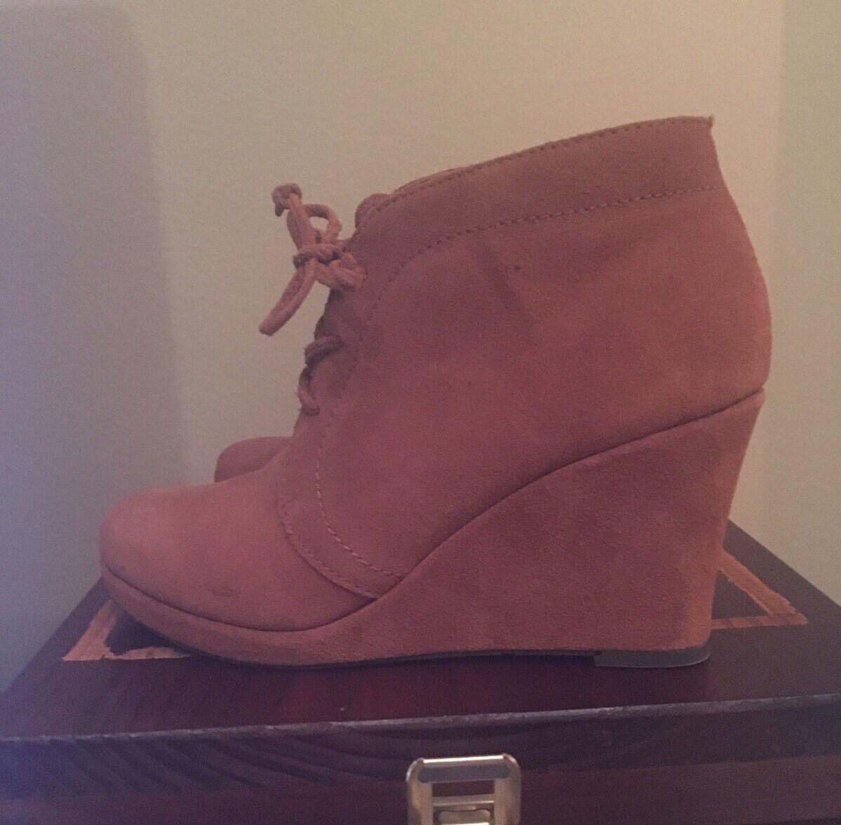 NWOT DV by Dolce Vita Braun Suede Leder Wedge Lace Up Ankle Boot Größe 7