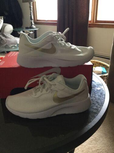 New nike tanjun kids fashion sneakers size 1 color white