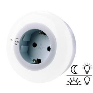 steckdosenleuchte led nachtlicht mit d mmerungssensor und steckdose wei ebay. Black Bedroom Furniture Sets. Home Design Ideas
