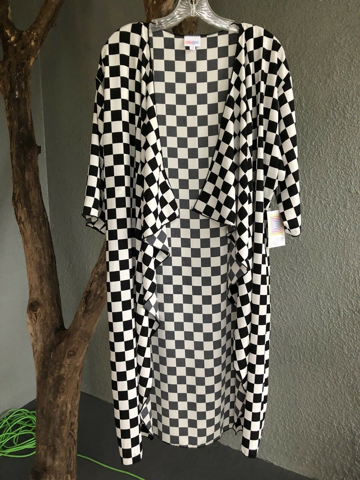 LuLaRoe Shirley M Medium Kimono schwarz and Weiß Check NWT