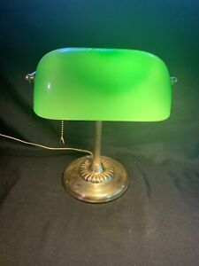 VINTAGE-MID-CENTURY-BRASS-BANKERS-LAMP-GREEN-SHADE-Glass