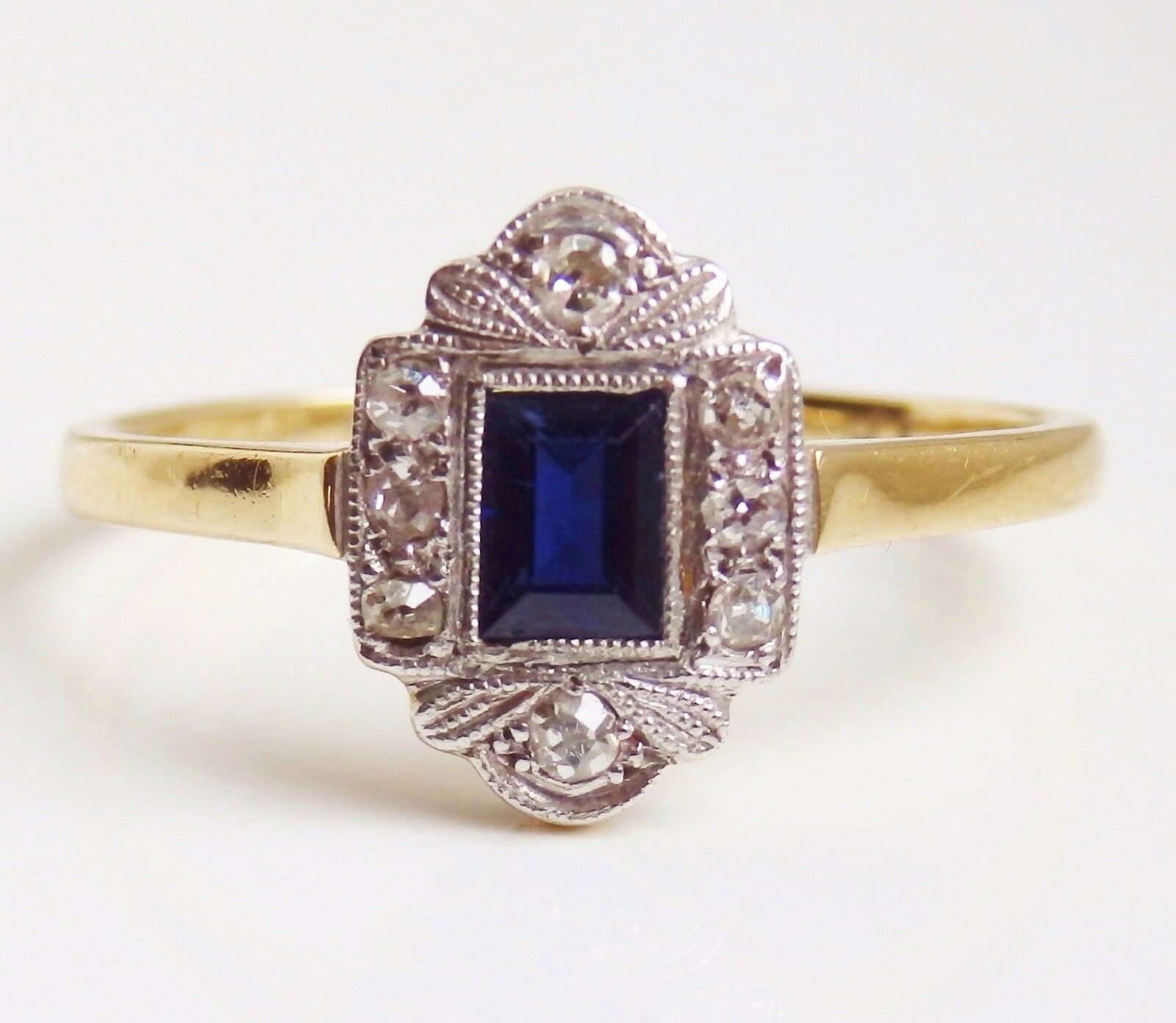 Stunning Vintage Art Deco 18ct gold Sapphire & Diamond Ring c1930; Size 'S 1 2'