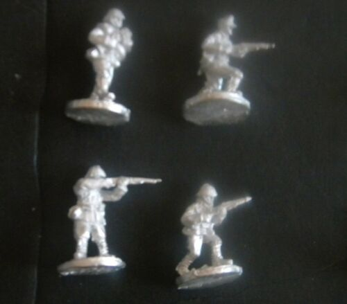 Friend or Foe ROM12 1//72 Diecast WWII Romanian Infantry Armed with Rifles-4 Men
