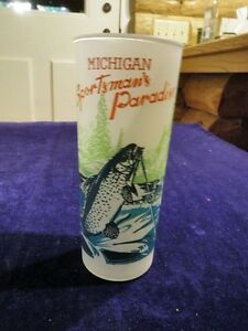 Vintage-Michigan-Sportsman-039-s-Paradise-Frosted-6-1-4-034-Tall-Glass-Trout-Fish-A60c