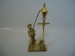 Vintage-Figurine-of-Gas-Lamp-Man-with-dog-made-of-solid-heavy-brass-collectable