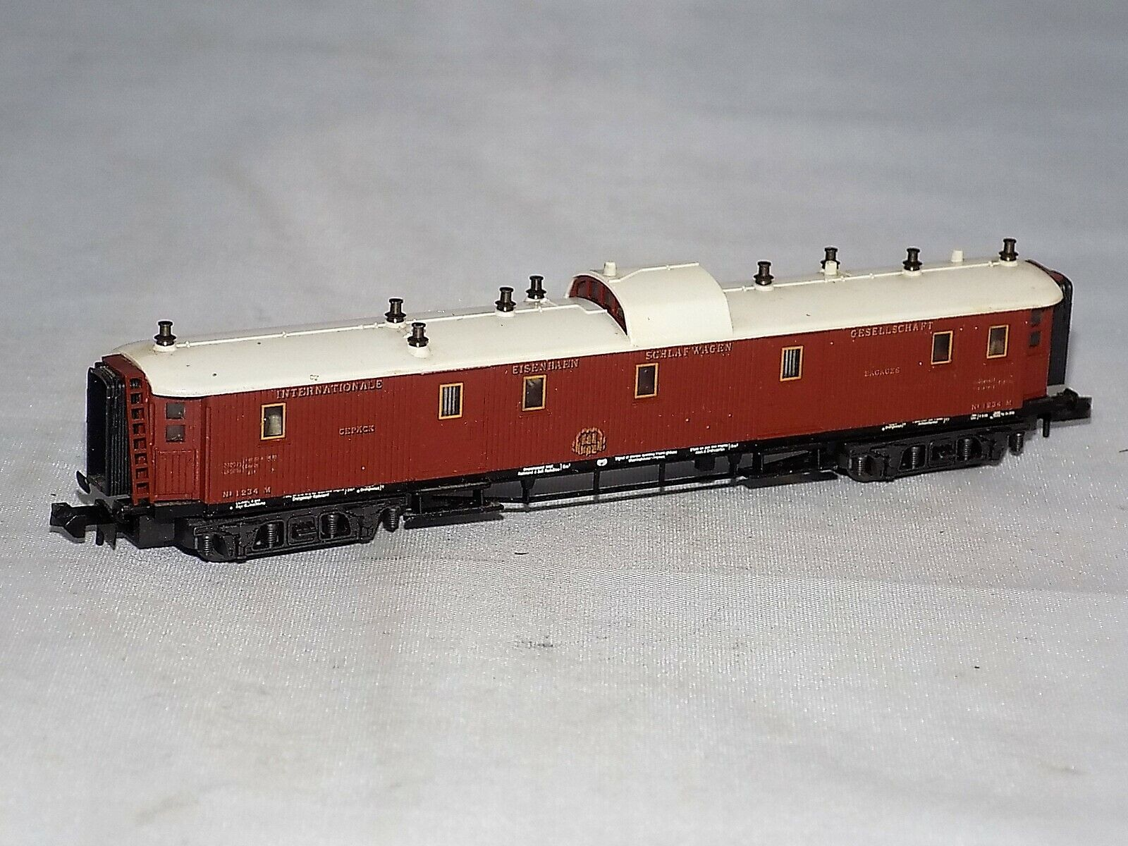 N Scale Minitrix 13182 Orient Express Baggage-Car with Light Function
