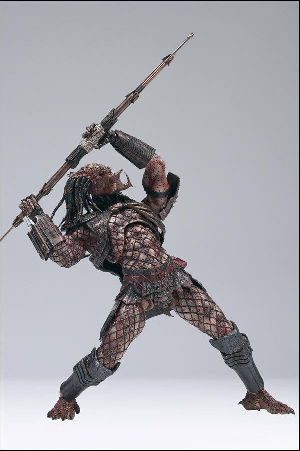 McFARLANE MOVIE MANIACS HUNTER PREDATOR 2 WITH SPEAR 7 ...LOOSE FIGURE AVP