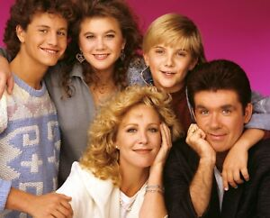 GROWING PAINS 80/'S-90/'S TV SHOW CAST GROUP FAMILY BLUE YOUNG PUBLICITY PHOTO