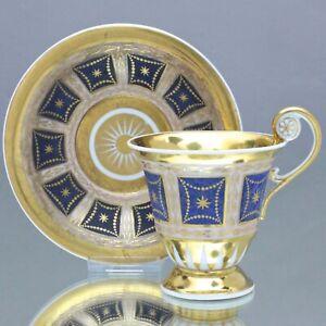 KPM Berlin um 1820: Tasse mit Rosettenhenkel, Gold, Blau, Steinimitat, Empire