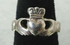 SALE Beautiful Vintage 925 Sterling Silver and CZ Claddagh Ring