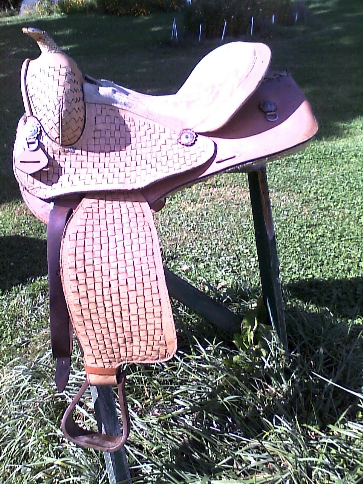 15  USED WESTERN TRAIL or PLEASURE HORSE SADDLE  with TRIM on HORN  best choice