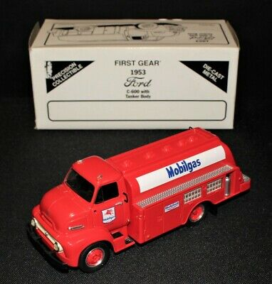 WaWa Gasoline Tanker Truck First in Series only 10,608 Made Bank with lights /& S