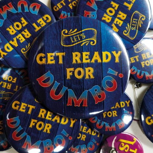 38//55//77mm Disney Michael Buffer Let/'s Get Ready For Dumbo Pin Button Badge