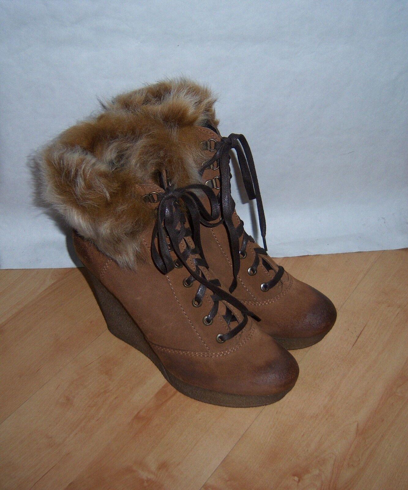 BNIB Bertie ladies suede ankle boots with faux fur trim Größe UK 8