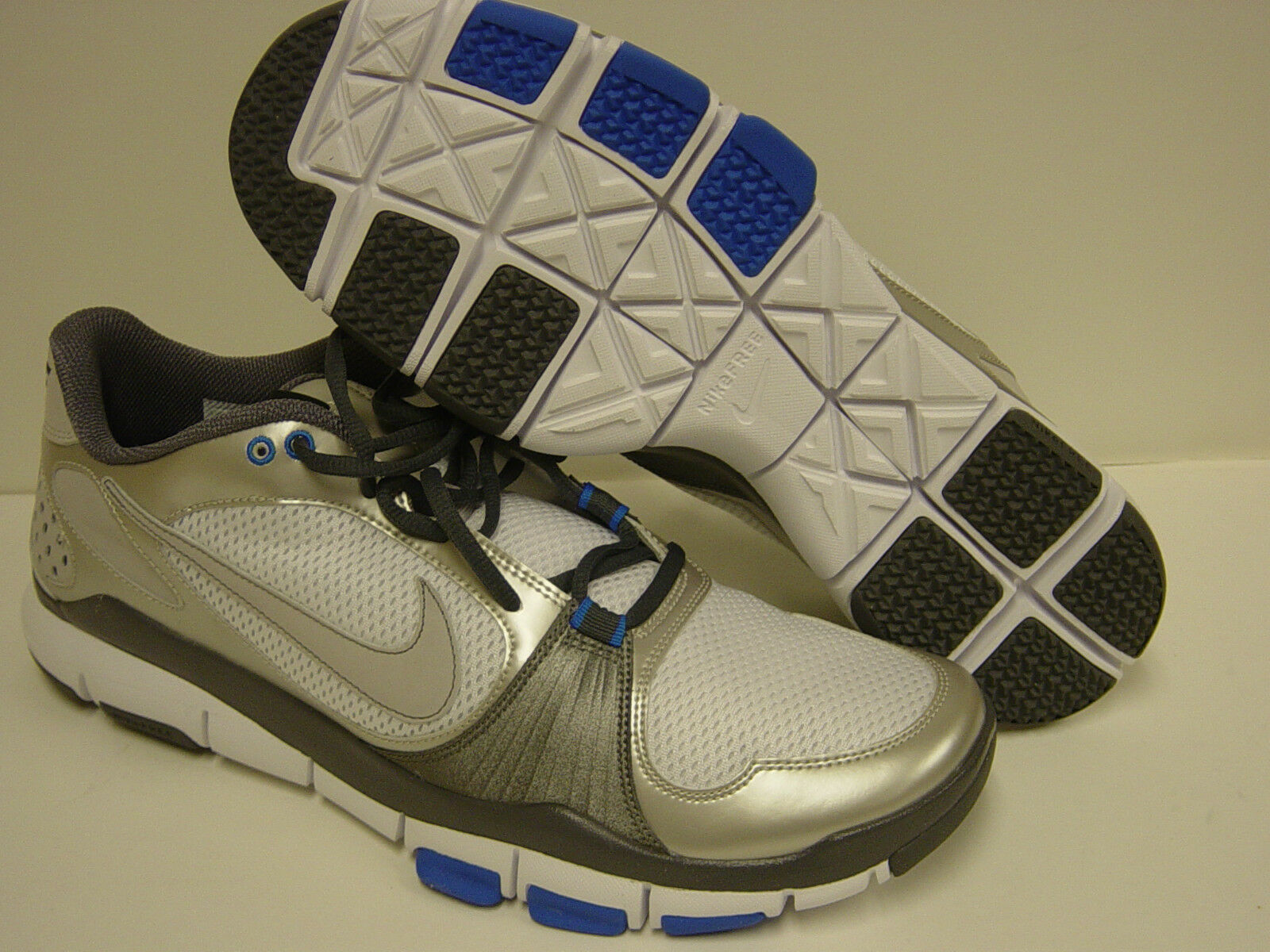 NEW Mens Sz 14 NIKE Free TR 395928 107 White bluee Grey Sneakers shoes NO LID