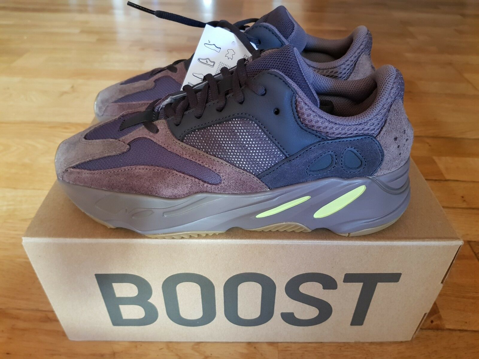 Adidas Yeezy Boost 700 Mauve, US 9, Brand New, DS