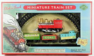 Kleines Miniatur-Eisen<wbr/>bahn-Set: nostalgischer Güterzug, batteriebetrie<wbr/>ben