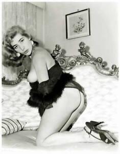 Akt-Vintage-Foto-leicht-bekleidete-Frau-aus-den-1950er-60er-Jahren-104-S200