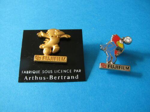 Enamel /& Metal 2 VGC Arthus Bertrand Football. 1998 FUJIFILM pin badges