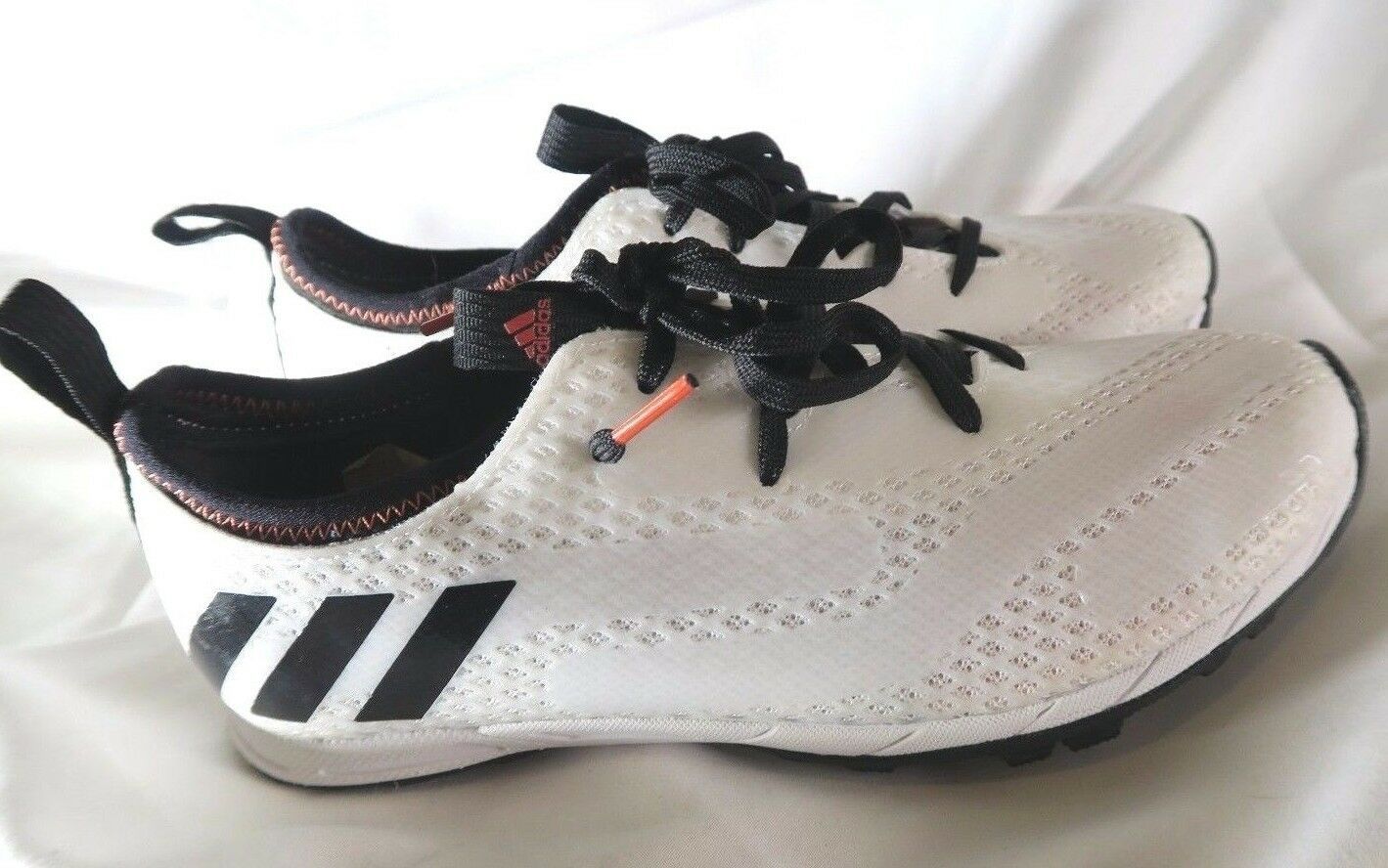 NOUVEAU Adidas XCS Trainer Chaussure Noir Blanc AQ2450 Taille 5 * NO SPIKE / WRENCH *