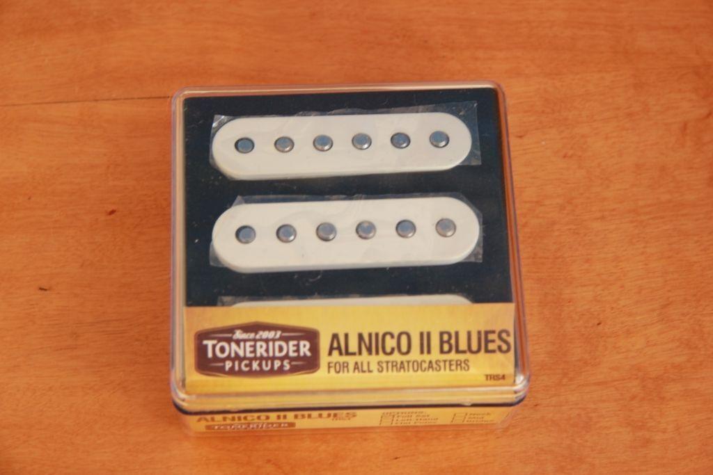 per offrirti un piacevole shopping online LeftHand Alnico II blus Set TRS 4 4 4 per Strat ® handbuilt Tonerider Lefty  acquista la qualità autentica al 100%