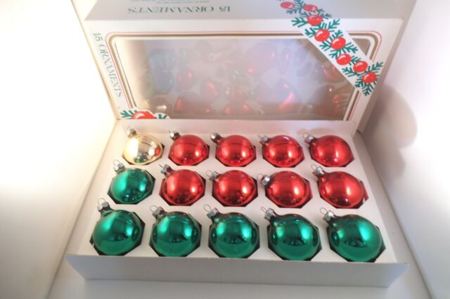 9275e2214e436 Vintage Lot of 15 Glass Christmas Ornaments Red Gold Green Rauch ...