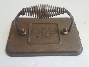 Vintage-Cracker-Barrel-Old-Country-Store-Grill-Press-RARE