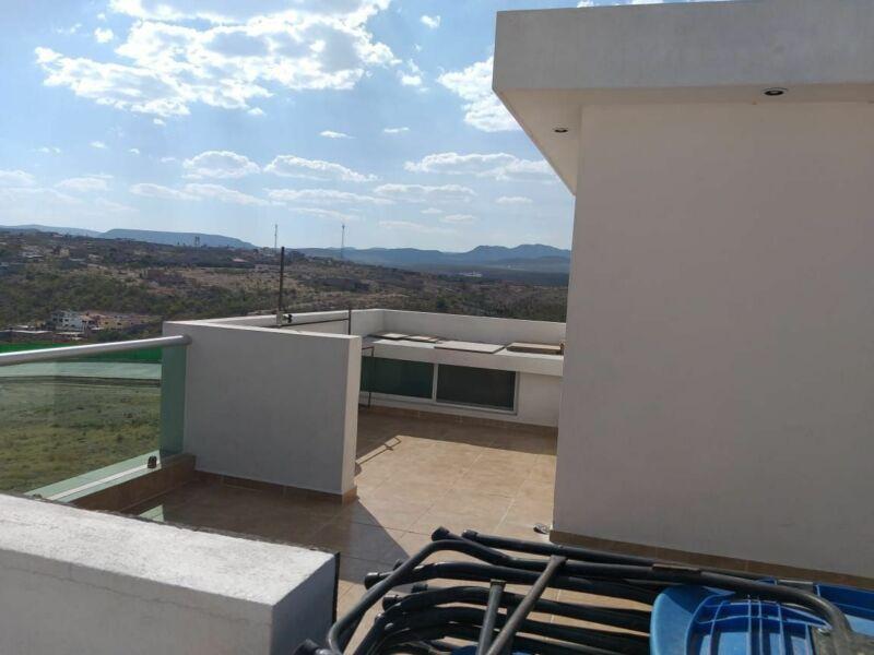 Casa de 3 niveles con Roof Garden en La Vista, 3 recs con baño