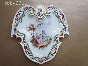 LILLE-FRENCH-FAIENCE-ARMORIAL-WALL-HANGING-CABINET-PLATE-C1890