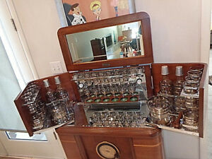 Philco-Radio-Bar-amp-Original-Glassware-1937
