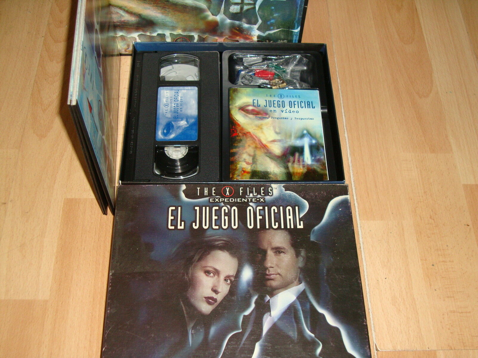 THE X FILES EXPEDIENTE X EL EL EL JUEGO OFICIAL DE MESA CONTIENE CINTA VHS DE VIDEO 20881e