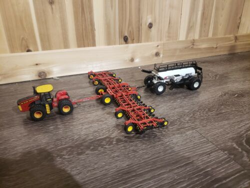 1//64 BOURGAULT 7950 AIR SEEDER AND 3320 PHD PARALINK HOE DRILL limited run