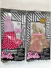 2018 Barbie Complete Fashion Gingham Skirt Pink top /& Accessory Lot