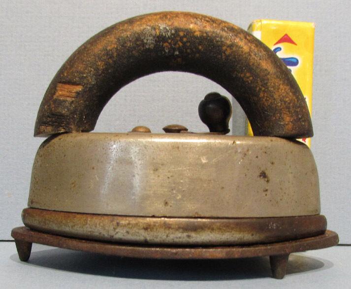 Old ASbästO leksak SAD IRON MED URSPRUNG TRIVET  EXTRA cute  T850