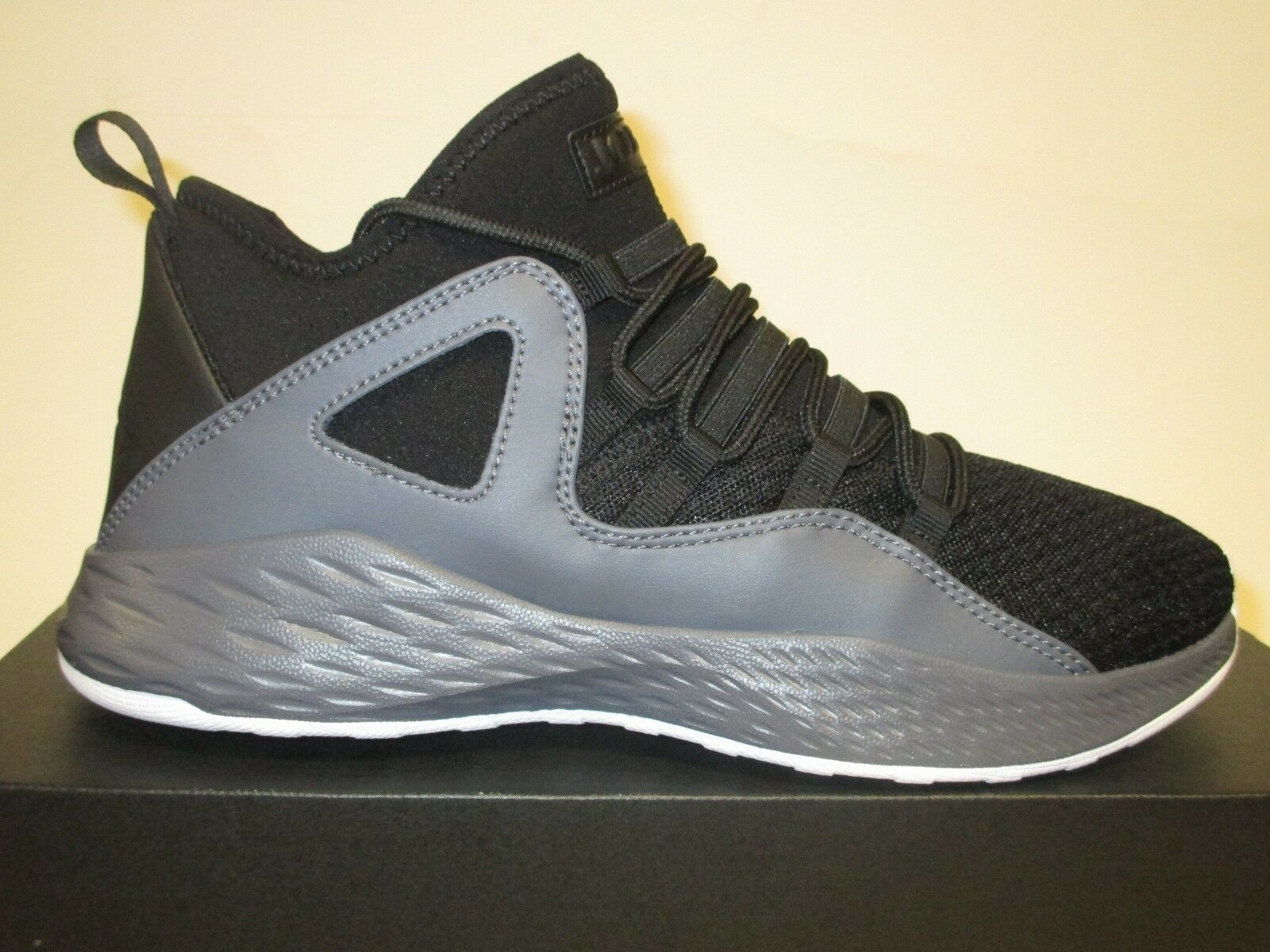 JORDAN FORMULA 23 (BLACK/DARK GRAY/WHITE) MENS BASKETBALL