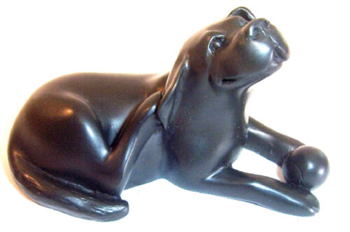 Quintessence UK Dog Labrador with Ball Figurne Black Approx 5cm H x 9.5cm L