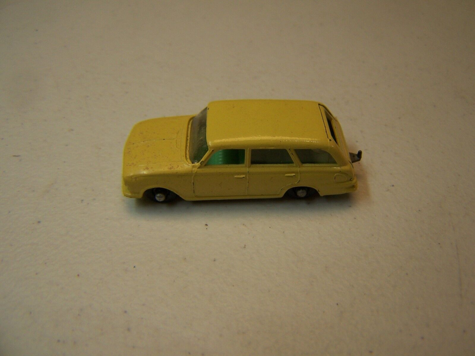 Matchbox   Lesney - - - Vintage Diecast Yellow Vauxhall Victor Estate Car 08adc5