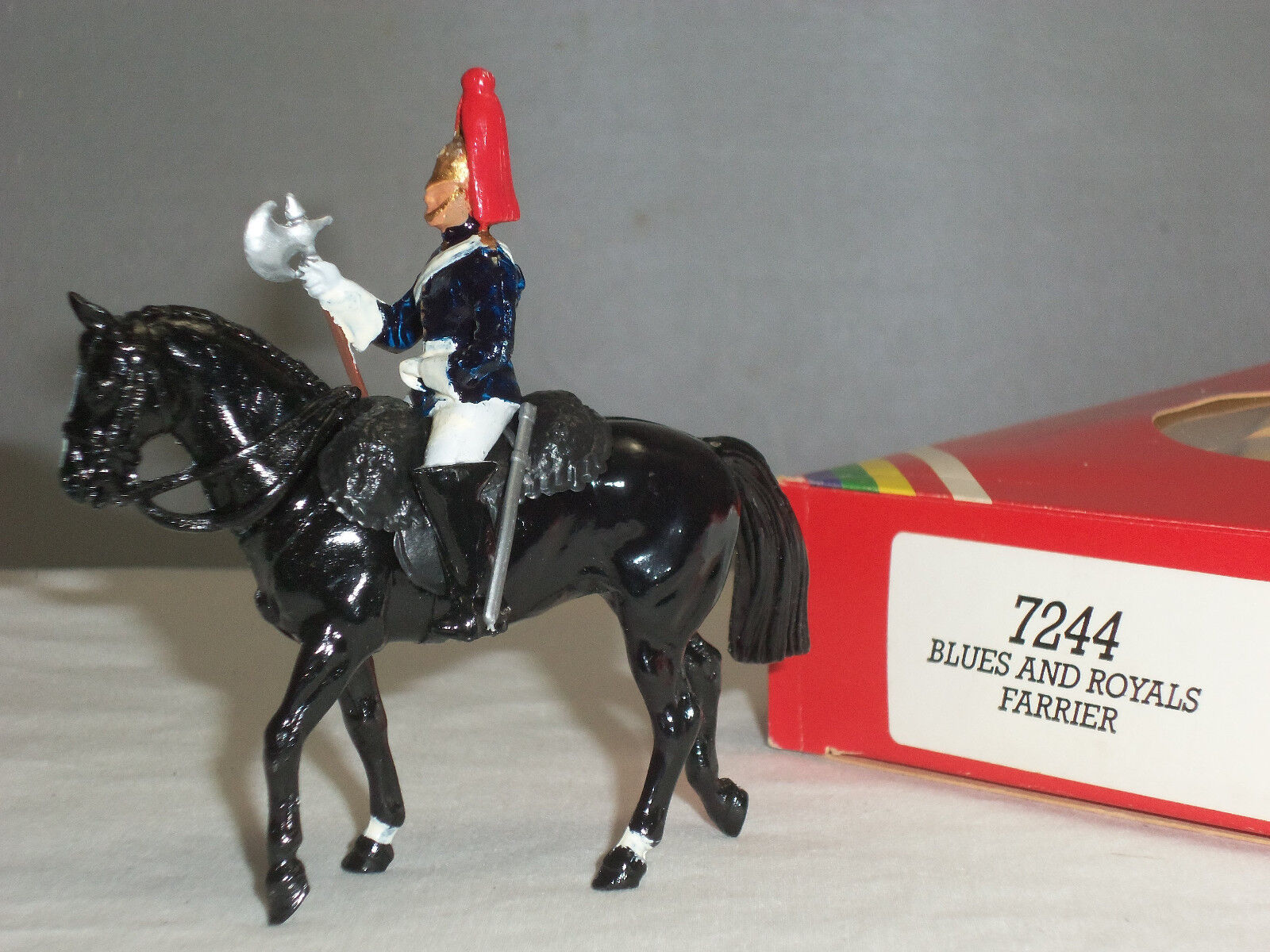 BRITAINS 7244 BRITISH blueES + ROYALS FARRIER MOUNTED CEREMONIAL TOY SOLDIER
