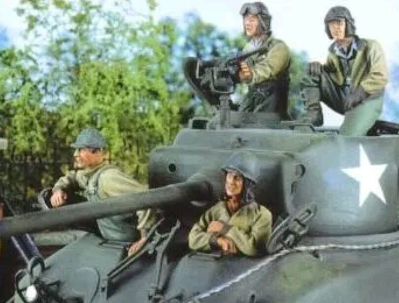 1 35 Scale Unpainted Resin figures WWII US Tank Crew  (4 Figures, No Tank)