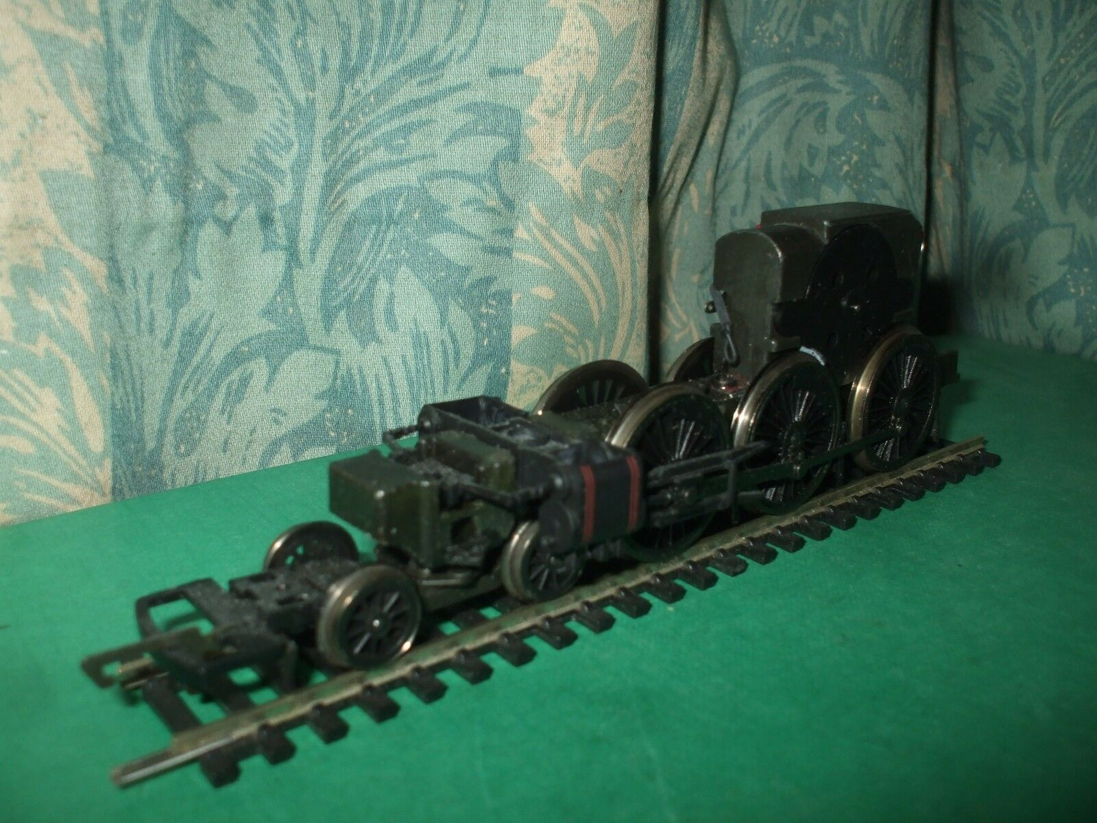 HORNBY EX GWR CASTLE CLASS LOCO CHASSIS ONLY - No.1