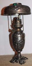 belle lampe a pétrole finement decoré  la parisienne