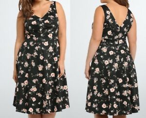d2df54e672 NWT Torrid 18 2x Dress Floral Pleated Front Swing Double V Black ...