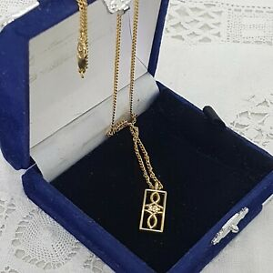 VINTAGE-MacIntosh-Style-Pendant-Necklace-Gold-Tone-Chain-Rectangle-Dainty-Pretty