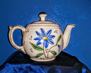 Vintage-1940-039-s-Shawnee-Pottery-Handpainted-Blue-Flower-Teapot-Gold-Trim