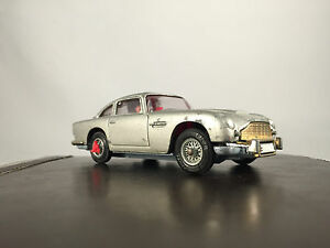 Corgi-270-James-Bond-Aston-Martin