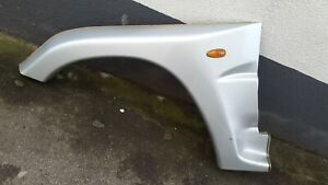 Hyundai-Galloper-II-Innovation-Kotfluegelverbreiterung-links-vorne-Silber